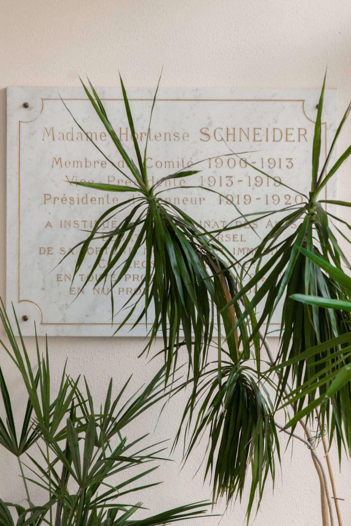 Plaque commémorative de Hortense Schneider, co-fondatrice du Foyer étudiant Les Enfants des Arts